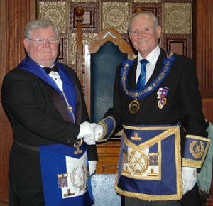 Dave (right) welcomes Alan Taylor of the Grand Lodge of Australia.