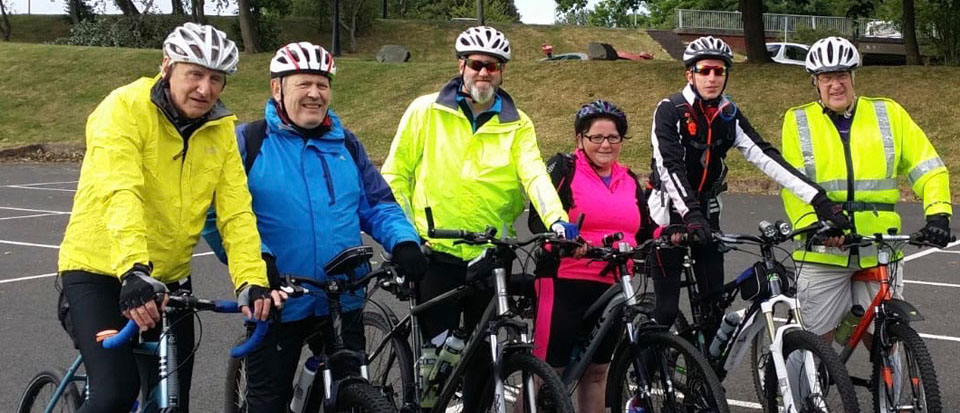 The cyclists under starters orders, from left to right, are: Peter Williams, Gordon Sandford, Tony Farrar, Angie McShane, Chris Bruffell and Steve Walls.