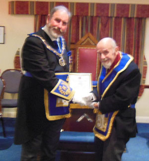 Frank Umbers (left) presenting Eric Price with his Jubilee certificate.