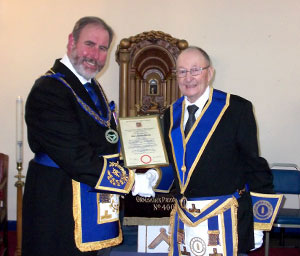 Frank Umbers (left) presents Albert Hannah with his jubilee certificate.