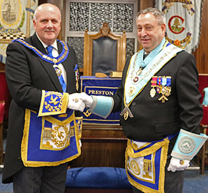 David Winder (left) congratulates David Parker Snr on his return to the master's chair.