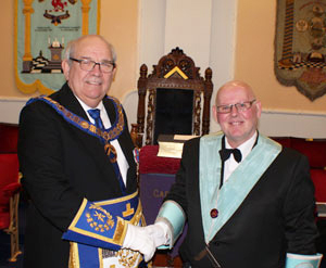 Phil Gunning (left) congratulates John Simpkin on taking the chair at Carnarvon Lodge.