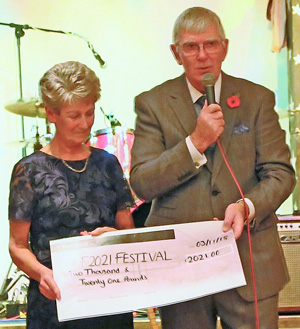 Tony Harrison, with his wife Maureen, thanks the Stewards for their donation to the MCF 2021 Festival.