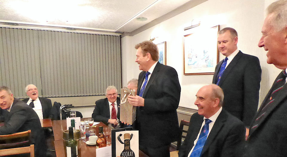 Kevin Poynton thanks the lodge for his gift.