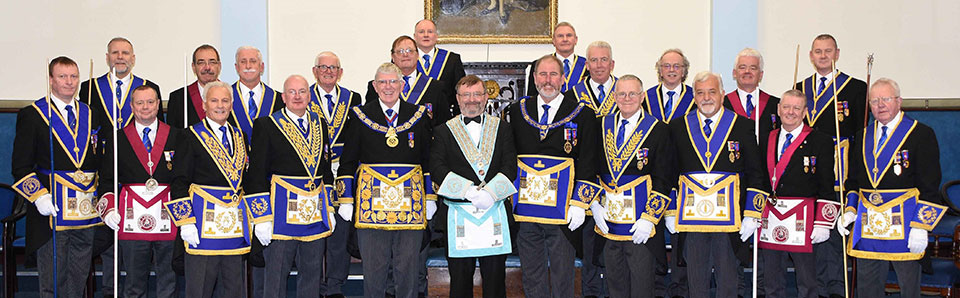 The Provincial team and group officers with the new WM Alan Cornes (centre).