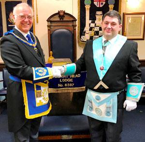 David Ogden (left) congratulates the proclaimed WM Alex Hammond.