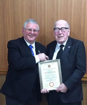 John Seddon (left) presents the 60-year certificate to Ken.
