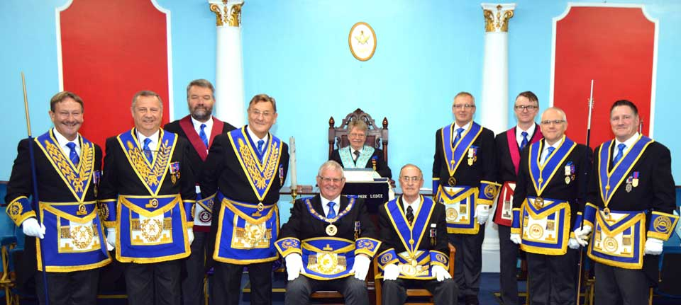 Arthur and Stewart (sat) with other grand and Provincial grand officers.