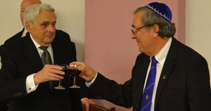 Barry Elman (left) receives the toast of WM Ian Niven