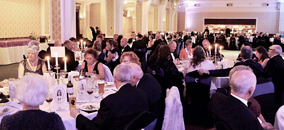 Brethren and guests enjoying the evening