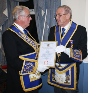Geoffrey Porter (left) and Alan with his celebratory certificate.