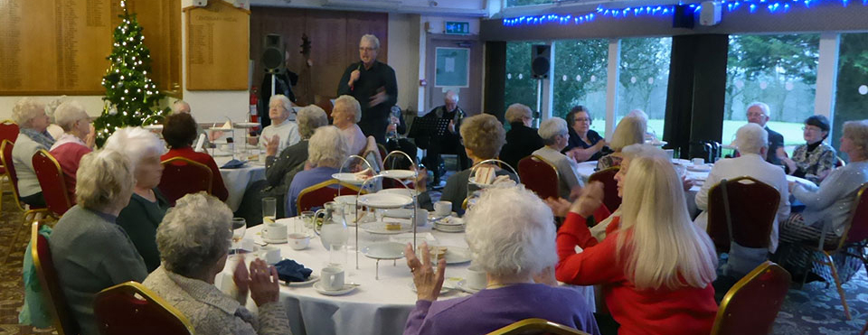 Guests joined in the singing with Alan.