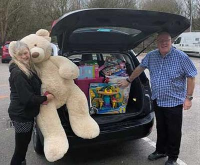 Dave and Paula deliver toys required for vulnerable children.
