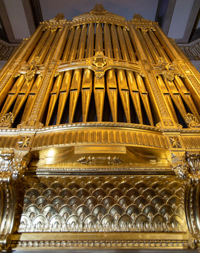 The magnificent Willis pipe organ.