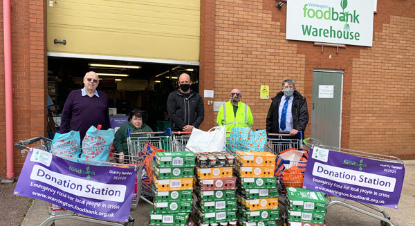 Handover of the appeal donation to the Foodbank.